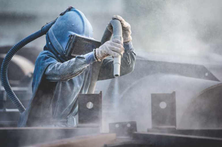 Qual a importância do jateamento para a durabilidade da pintura na estrutura metálica?